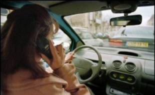 Les constructeurs automobiles et leurs sous-traitants ont annoncé mercredi la conclusion d'un accord pour réduire sensiblement les délais de paiement, après des mois de négociations et un ultimatum fixé en novembre par le Premier ministre Dominique de Villepin.