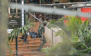 Des soldats kényans au centre commercial Westgate le 24 septembre 2013.