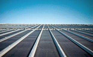 Trois offres de reprise ont été formulées pour Photowatt, le fabricant français de panneaux solaires en redressement judiciaire, et d'autres repreneurs potentiels étudient le dossier, ont annoncé vendredi les ministres Xavier Bertrand (Travail) et Eric Besson (Industrie).