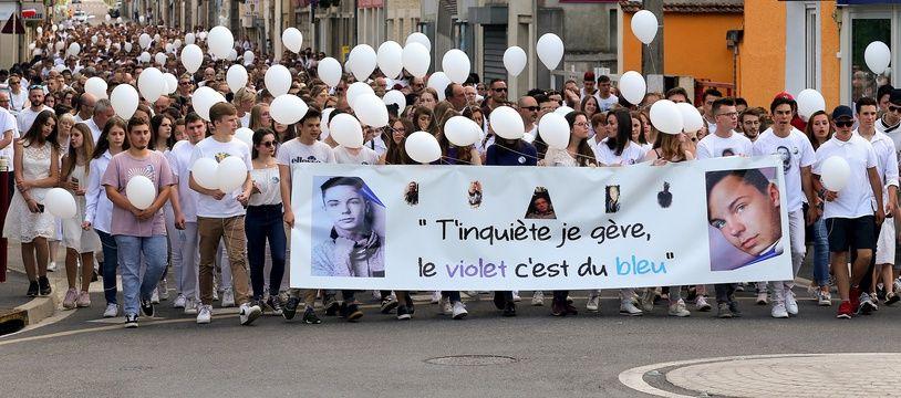 Un millier de personnes ont participé à la marche blanche organisée à Mourmelon-le-Grand (Marne) pour Kevin.