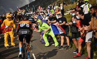 Des milliers de fans du Tour ont envahi les bords du col de la Loze mercredi, y compris des Télétubbies. Anne-Christine POUJOULAT