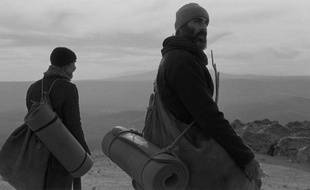 Ermin Bravo et  Jean-Marc Barr dans La Particule humaine de Semih Kaplanoğlu