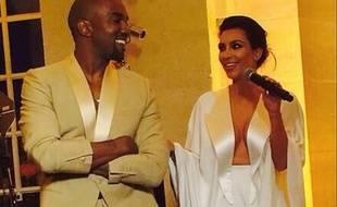Kanye West et Kim Kardashian, lors de leurs noces.