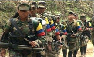 Un ex-militaire de l'armée colombienne et otage des Forces armées révolutionnaires de Colombie (FARC, marxiste) depuis le mois de mars, Alexander Cardona, est décédé en captivité, a annoncé mercredi sa propre mère Ana Lucia Marin après en avoir été elle-même informée par le CICR.