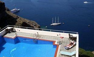 """Le gouvernement grec a déclaré lundi que la fraude fiscale serait """"réprimée"""" et la loi """"appliquée"""", deux jours après des incidents survenus entre la police et des habitants de l'île touristique Hydra où avaient eu lieu des contrôles de la brigade financière."""