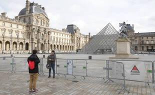 La pandémie de coronavirus a fait fortement chuté le nombre de touristes à Paris. En 2020, la ville a accueilli 17 millions de touristes contre 50.000 millions en 2019.