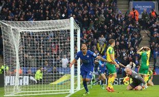 Leonardo Ulloa fête un but contre Norwich le 27 février 2016.