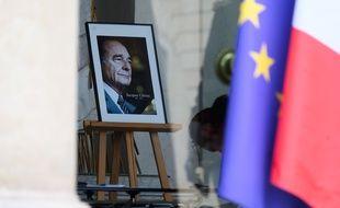 Un livre de condoléances a été installé jeudi 26 septembre 2019 au palais de l'Elysée en hommage à l'ancien président de la République Jacques Chirac.