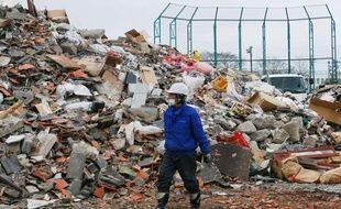 La ville dévastée de Sendai, au Japon, le 25 mars 2011 après le séisme et le tsunami qui ont frappé le pays.