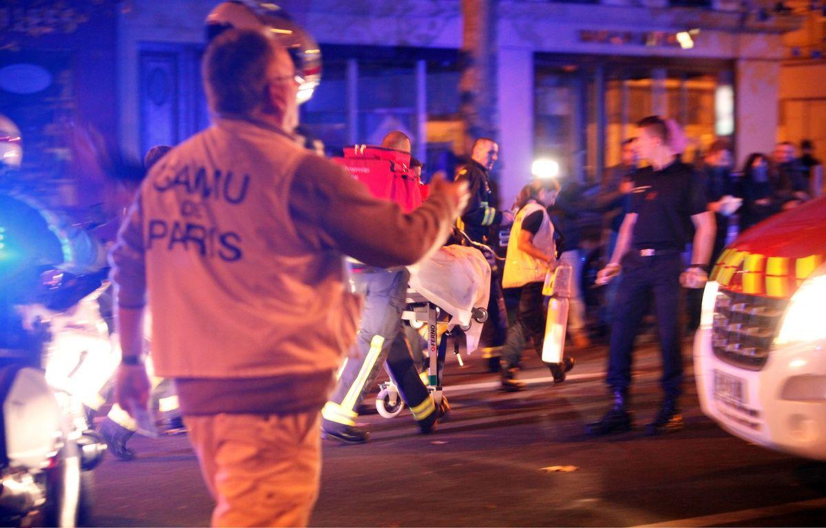 Les secours ont oeuvré tout la nuit pour transporter les blessés dans les hôpitaux. – Thibault Camus/AP/Sipa