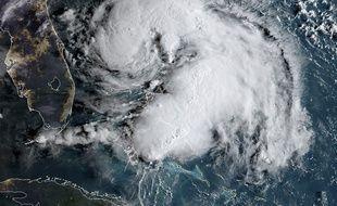 L'ouragan Humberto a frôlé la Floride.