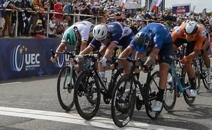 Arnaud Démare battu au sprint d'un rien par Giacomo Nizzolo lors des championnats d'Europe de Plouay, le 26 août 2020.