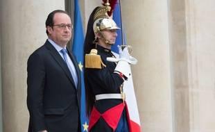 Le Président François Hollande sur le perron de l'Elysée le 27 juin 2016.