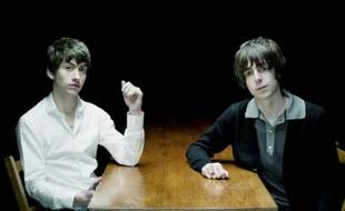 Alex Turner des Arctic Monkeys et Miles Kane de The Rascals forment The Last Shadow Puppets.