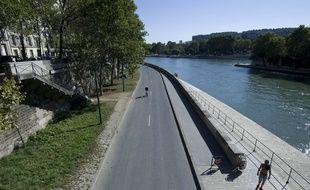 La voie sur berge rive droite fermee a la circulation apres la fin de Paris plage.