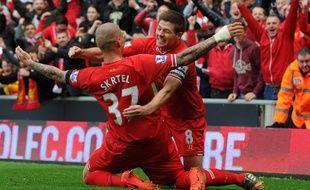 Les joueurs de Liverpool Skrtel et Gerrard lors de la victoire contre Manchester City, le 12 avril 2014.