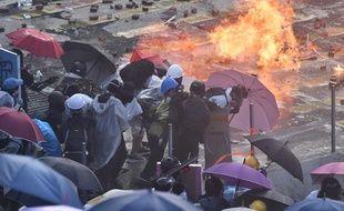 La mobilisation à Hong Kong, qui dure depuis plus de cinq mois, a basculé la semaine dernière dans une phase beaucoup plus radicale et violente.