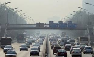 La Chine a reconnu officiellement pour la première fois mardi être devenue le premier pays du monde en volume d'émissions de gaz à effet de serre, responsables du changement climatique.