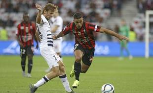Nice's Hatem Ben Arfa, right, challenges for the ball with Bordeaux's Clement Chantome during their French League One soccer match, Wednesday, Sept. 23, 2015, in Nice stadium, southeastern France. (AP Photo/Lionel Cironneau)/CIR103/90353167923/1509232015