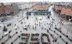 L'Union européenne a décidé vendredi de geler 900 millions de tonnes de quotas de CO2 jusqu'à 2020 pour tenter de sauver le marché européen du carbone, ont annoncé la présidence lituanienne de l'UE et la commissaire au Climat, Connie Hedegaard.
