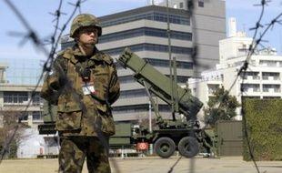 L'armée japonaise a déployé des batteries de missiles anti-missiles à Tokyo et dans les environs en prévision du lancement d'une fusée par la Corée du Nord, que Tokyo et Washington soupçonnent d'être un essai de missile militaire, a annoncé dimanche le ministère de la Défense.