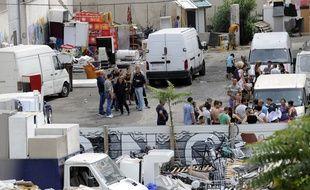 Le squat occupé par des familles Roms à Marseille, boulevard Magallon