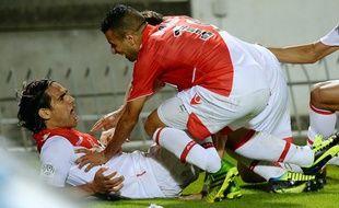 Le Colombien Falcao (à g.) qui vient de marquer son premier but avec Monaco le 10 août à Bordeaux.