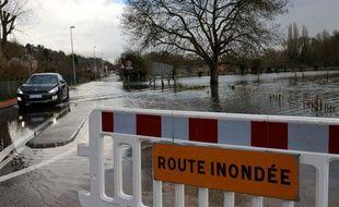 Une route inondée, en 2018 à Elbeuf (Seine-Maritime). Illustration.