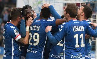 La joie des Strasbourgeois après l'ouverture du score contre Troyes.