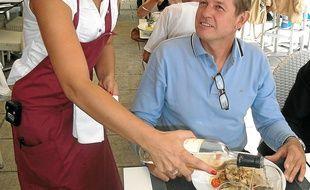 Une serveuse au Gaglio à Nice.