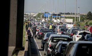 Sur l'A1, l'ouverture le 29 avril prochain d'une voie dédiée aux taxis et aux bus visera à réduire et à fiabiliser les temps de parcours de ces deux catégories de véhicules sur les trajets Roissy-Paris.