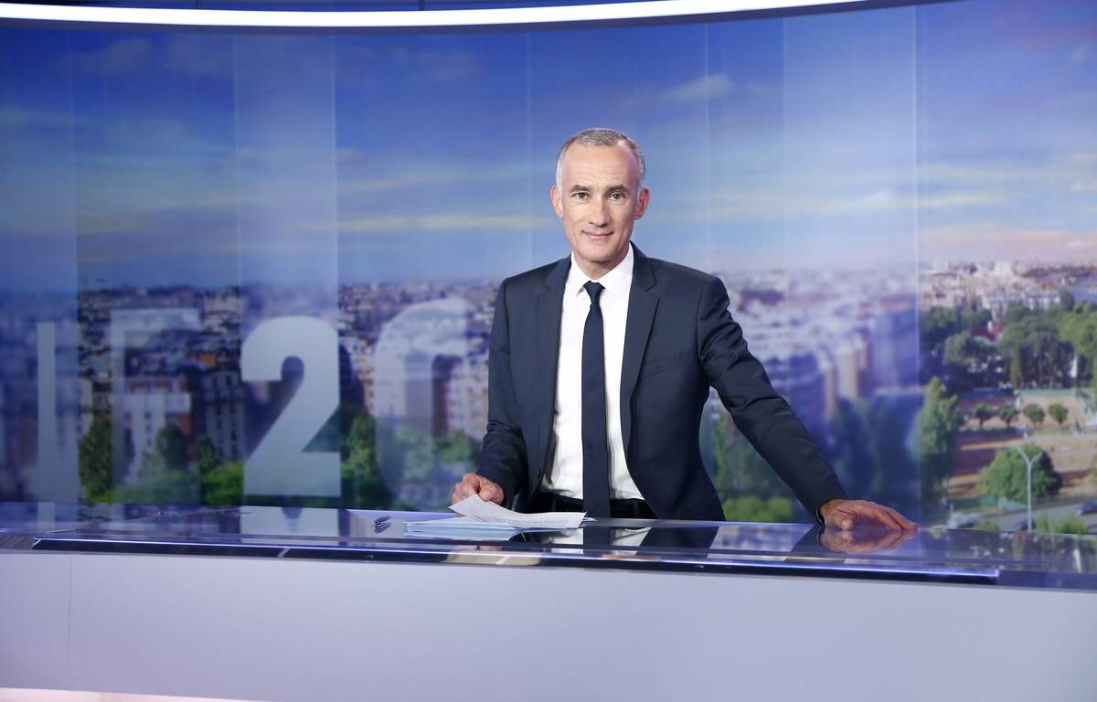 Gilles Bouleau sur le plateau du 20 heures de TF1 en septembre 2015 – TF1
