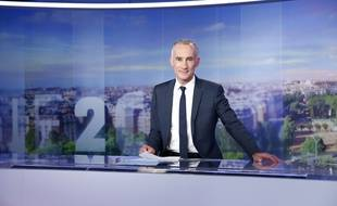 Gilles Bouleau sur le plateau du 20 heures de TF1 en septembre 2015