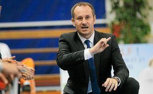 L'entraîneur du NRB Emmanuel Coeuret.