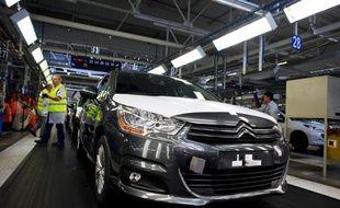Le conseil de surveillance de PSA Peugeot Citroën examinera dimanche les diverses options envisagées autour de l'entrée au capital du chinois Dongfeng et de l'État français, qui doivent apporter au constructeur automobile les fonds nécessaires à son redressement.