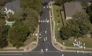 Les enquêteurs américains sur les lieux de la quatrième explosion en un mois à Austin (Texas), le 19 mars 2018.