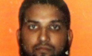 Photo d'identité non datée sur une carte scolaire de Syed Farook, l'un des auteurs de la tuerie perpétrée lors d'un déjeuner de Noël en Californie, le 2 décembre 2015