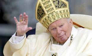 Un miracle attribué à Jean Paul II, survenu depuis sa béatification le 1er mai dernier, pourrait permettre de le faire saint rapidement, assure jeudi le magazine italien Panorama, affirmant s'appuyer sur une documentation parvenue au Vatican.