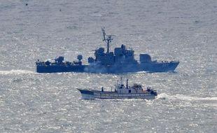 Un groupe de 21 Nord-Coréens, dont des enfants, a été découvert cette semaine à la dérive au large de la côte occidentale de la Corée du Sud, ont indiqué samedi les garde-côtes sud-coréens.