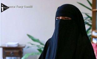 Capture d'écran: Souad Merah dans une interview diffusée sur i-Télé le 20 novembre 2012.