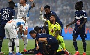 Samuel Kalu s'est effondré sur la pelouse du Vélodrome dimanche soir.