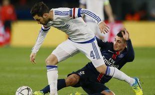 Marco Verratti tacle Cesc Fabregas,lors du match de Ligue de champions entre le PSG et Chelsea, le 16 février 2016.