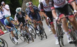 Des coureurs du Tour de France, dont l'Australien Richie Porte (au centre), lors de la 17e étape le 14 juillet 2021.