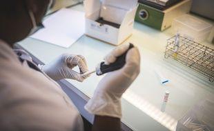 La Haute Autorité de santé (HAS) dévoile ce mardi une synthèse de la littérature scientifique portant sur l'immunité développée par les malades après avoir contracté le Covid-19.