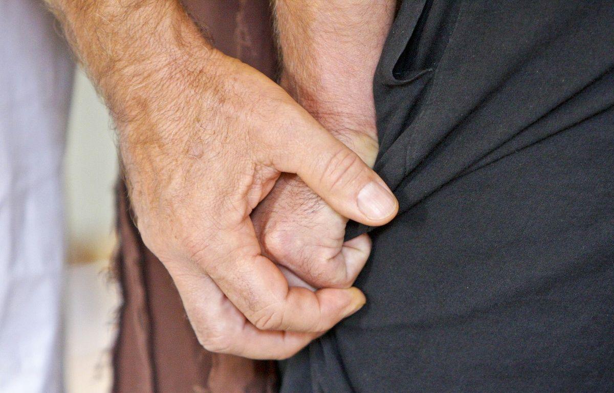 Illustration d'une personne tentant d'en aider une autre. – Pixabay/Wonderela