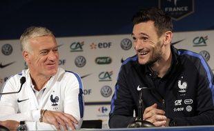 Didier Deschamps et Hugo Lloris en conférence de presse avant France-Russie, le 28 mars 2016 au Stade de France.