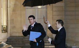 Manuel Valls arrive à l'Elysée vendredi 9 janvier 2014.