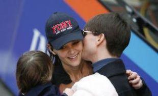 Katie Holmes félicitée par son mari Tom Cruise à l'arrivée du marathon de New York.