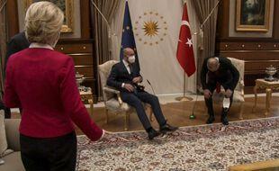 Lors d'une visite officielle à Ankara, Ursula von der Leyen a dû rester debout, tandis que Charles Michel avait pris place près du président turc.