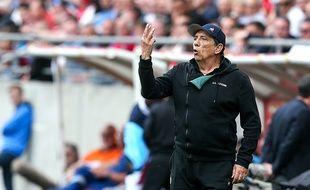 Ici sur le banc pour Reims-ASSE en avril, Jean-Louis Gasset va vivre son dernier match avec les Verts vendredi à Angers.